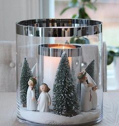 Over 100 simple Christmas decorations that are in your budget and still . - Over 100 simple Christmas decorations that are within your budget and still look great – Over 100 - Pallet Wood Christmas Tree, Wall Christmas Tree, Christmas Bathroom Decor, Gold Christmas, Simple Christmas, Christmas Holidays, Scandinavian Christmas, Christmas Candle Decorations, Christmas Candle Holders
