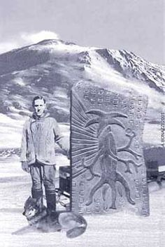Obviously fake, but creepy. Looks like an attempt to create a visual for the HP Lovecraft novel 'at the mountains of madness' Ancient Aliens, Aliens And Ufos, Ancient History, New Ufo Sightings, Objets Antiques, Lovecraft Cthulhu, Hp Lovecraft, Cthulhu Art, Mountains Of Madness