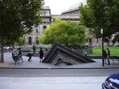 Disturbing 3D iLLusion on street