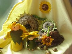 zonnebloemen sunflowers nature table Summer, seizoenstafel zomer