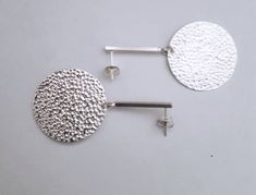 Shops, Schmuck Design, Sterling Silver Earrings, Silver Plate, Gold, Etsy Shop, Plates, Ear Piercings, Beads