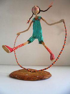 Ninots-of-Natalia-Skipping-Girl----Natalia-Mendoza Paper Mache Clay, Paper Mache Crafts, Paper Mache Sculpture, Wire Crafts, Paper Clay, Clay Art, Diy Paper, Paper Art, Diy And Crafts