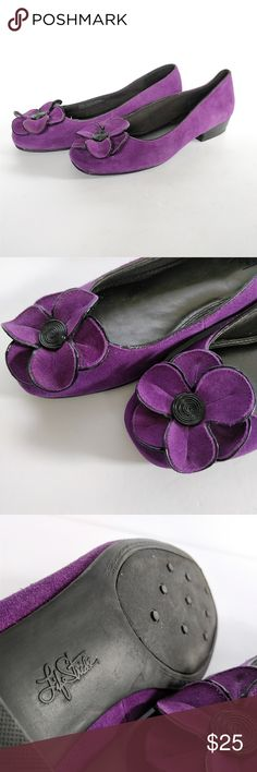 """Pantone """"color of the year"""" purple suede flats 9.5 How cute are these?!?  Too bad they aren't my size!  Made by Life Stride, purple leather (suede) upper, flower accent at toe, trimmed in black, low heel, excellent condition, size 9.5.  Style name is """"Quiver.""""  Visit my closet for more cute shoes!  Happy poshing!!! :) Life Stride Shoes Flats & Loafers"""