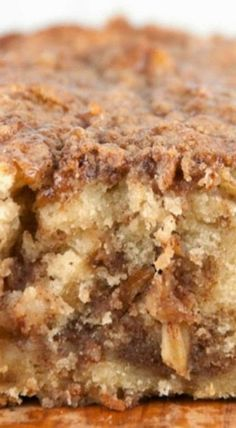 Cinnamon Apple Pie Bread - Forget the pie crust and get all the flavors of fall in a quick and easy bread with brown sugar and cinnamon topping apple recipes Gateau Iga, Apple Pie Bread, Apple Pie Cake, Apple Pies, Banana Bread, Dutch Apple Bread Recipe, Coffee Bread Recipe, Apple Loaf, Moist Apple Cake