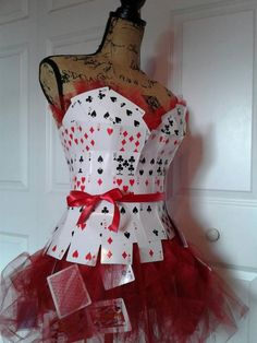 Queen of cards bodice and skirt costume ideas in 2019 идеи костюмов, алиса Queen Of Hearts Makeup, Queen Of Hearts Card, Queen Of Hearts Costume, Queen Costume, Diy Dress, Fancy Dress, Dress Up, Dress Card, Costume Halloween