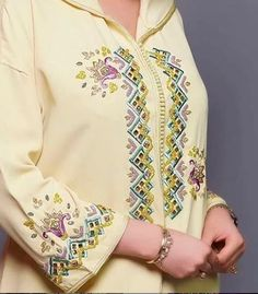 Embroidery Suits Design, Hand Work Embroidery, Embroidery On Clothes, Indian Fashion Dresses, Hijab Fashion, Muslim Fashion, Summer Dresses Online, Morocco Fashion, Stylish Blouse Design