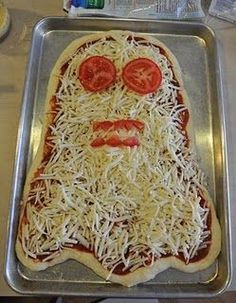 Homemade Halloween pizza ghost--want to remember this for my party I have every year. Halloween in my holiday! Halloween Pizza, Halloween Snacks, Plat Halloween, Halloween Fingerfood, Comida De Halloween Ideas, Recetas Halloween, Hallowen Food, Halloween Dinner, Halloween Goodies