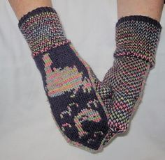 Ravelry: Newfoundland Map Mittens pattern by Hazel Abbott Knitted Mittens Pattern, Knitting Socks, Knitted Hats, Knitting Patterns, Crochet Patterns, Newfoundland Map, Cascade Yarn, Cascade 220, Quilt Making