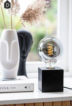 Een échte eyecatcher dankzij de sierlijke kooldraad en het grijze smoke glas. Dit geeft de lamp een modern en industrieel karakter. Omdat de lamp klein en compact is, past hij gemakkelijk op je bureau, tafel of nachtkastje.  Liever een andere kleur of maat? Tafellamp Vidar maakt deel uit van een serie en is daarom verkrijgbaar in verschillende kleuren en maten. #dutchhomelabel#lightandliving#lightliving #verymodern #tafellamp #light#interieurinspiratie  #interieurstyling#binnenkijken V60 Coffee, Coffee Maker, Kitchen Appliances, Led, Prints, Products, Coffee Maker Machine, Diy Kitchen Appliances, Coffee Percolator