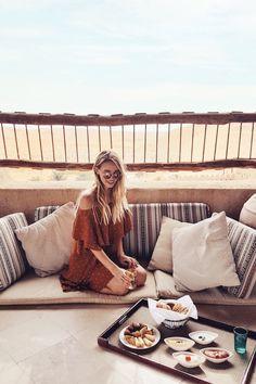 Lunch in the desert Qasr Al Sarab I Abu Dhabi http://www.ohhcouture.com/2017/04/abu-dhabi-2017/ #leoniehanne #ohhcouture