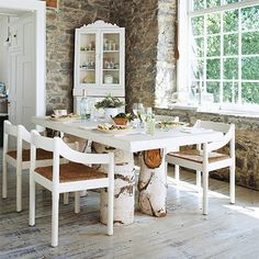 Now is the season when many homeowners have trees trimmed or felled. We put together a collection of ideas for using felled tree stumps as a base for dining tables.