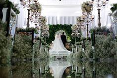 Linda nave espelhada ladeada com mosquitinhos - Casamento Renata e Carlos