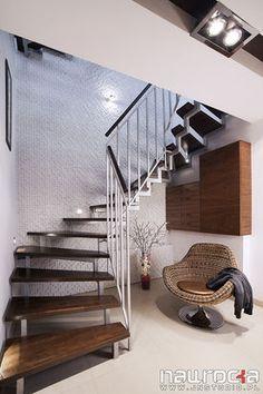 Fotel przy schodach