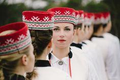 Latvian crown. Lettische Krone.  Latvian folk costume. Baltics, Northern Europe. Lettische Tracht. Baltikum, Nordeuropa. Mistisks rīts ar tautu meitām un tautu dēliem Ķemeru purvā