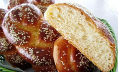 Chorek (Armenian Sweet Bread) They make the sweet breads into little dolls . Greek Sweets, Greek Desserts, Greek Recipes, Armenian Recipes, Armenian Food, Meals Without Meat, Braided Bread, Vegetarian Entrees, Special Recipes