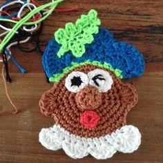 Enjoy my enjoyz: pieten-broche Crochet Diagram, Crochet Patterns, Knit Crochet, Crochet Hats, Favorite Holiday, Hello Kitty, Crochet Necklace, Projects To Try, Sewing
