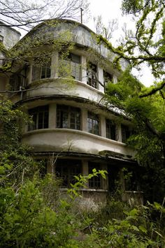 Green forces the form forward. - Abandoned art deco.
