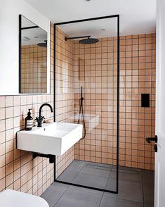 Peach Bathroom, Small Bathroom, Paris Bathroom, Bathroom Wall, Bathroom Shower Tiles, Washroom Tiles, Black Tile Bathrooms, Small Shower Room, Dream Bathrooms