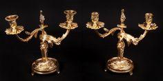 S/ ASSINATURA - Esc. Francesa - Séc. XIX - Par de candelabros p/ 02 velas, em bronze, 27 x 26cm.