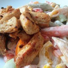 Těstovinový salát s kuřecím masem - Zdravý oběd, plno zeleniny a kuřecí maso