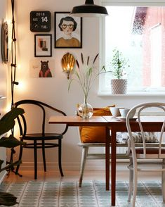 my scandinavian home: Snapshots From A Family Home. my scandinavian home: Snapshots From A Family Home in The Swedish Countryside Quirky Home Decor, Diy Home Decor, Room Decor, Swedish Home Decor, Room Art, Wall Decor, Scandinavian Living, Scandinavian Design, Scandinavian Chairs