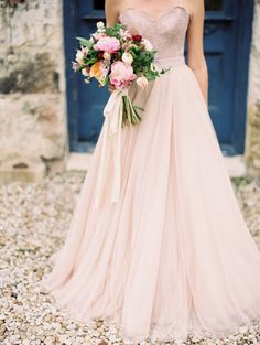 Spring garden editorial | Photo by Jessica Welshans Photography | Read more - http://www.100layercake.com/blog/wp-content/uploads/2015/03/Spring-garden-wedding-inspiration