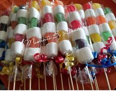 Anniversaire Candy Land, Small Birthday Parties, Candy Kabobs, Candy Land Theme, Candy Buffet Tables, Birthday Candy, 4th Birthday, Circus Theme Party, Candy Party Favors