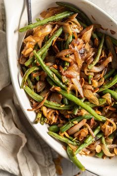 These healthy skillet sautéed green beans with garlic and onions are the perfect side dish for holiday meals. Topped with toasted slivered almonds, this healthy, easy recipe is sure to be a hit! Ingredients Needed Here's what you'll need to make these green beans: Green beans. You'll need green beans, of course! About 1.5 lb …