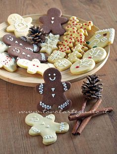 27 Ideas For Cookies Decorated Christmas Desserts Christmas Food Gifts, Christmas Brunch, Xmas Food, Christmas Desserts, Christmas Cookies, Christmas Girls, Christmas Deco, Christmas Tree, Biscotti Cookies
