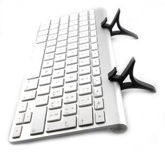 A great accessory which, when put together with a Bluetooth keyboard Apple, turns your tablet into a computer. su www.iwe-italia.com
