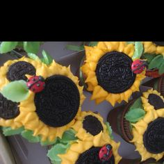 """Oreo Sunflower, Lady Bud Smarties and leave soft candy """" Cupcake """""""