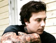 Frank Iero. So gorgeous it hurts.
