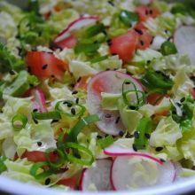 COMIDINHAS FÁCEIS: Salada de acelga com rabanete No Salt Recipes, Diet Recipes, Vegan Recipes, Cooking Recipes, Salad Menu, Healthy Salads, Food And Drink, Yummy Food, Favorite Recipes