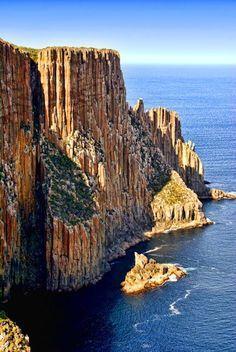 Columns of Cape Raoul, Tasmania, Australia #AustraliaTravelCountry