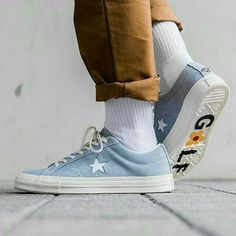 Want useful information as well as tips on women's sneakers and boots. Sneakers In Closet. Sock Shoes, Cute Shoes, Me Too Shoes, Aesthetic Shoes, Diy Vetement, Converse One Star, Male Model, Golf Fashion, Women's Fashion