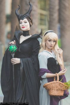 Maleficent and Sleeping Beauty cosplay on Expo 2017 Maleficent Cosplay, Disney Cosplay, Malificent Costume, Maleficent Makeup, Costume Halloween, Mother Daughter Halloween Costumes, Halloween Outfits, Diy Costumes, Costume Ideas