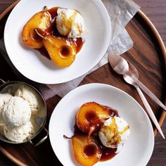 The recipe for caramel pears with vanilla parfait and other free recipes on LECKER.de The recipe for caramel pears with vanilla parfait and other free recipes on LECKER. Frozen Desserts, Just Desserts, Dessert Recipes, Caramel Pears, Rice Pudding Recipes, Pear Recipes, Free Recipes, Jelly Recipes, Pie Cake