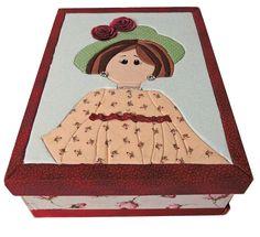 7. Caixa Patchwork vermelha florida com tampa desenho mulher. Área Interna: LxCxA = 23 x 32 x 9. Preço: R$85,00.