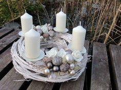 Christmas Advent Wreath, Christmas Lanterns, Christmas Centerpieces, Rustic Christmas, Xmas Decorations, Flower Decorations, Christmas Time, Christmas Crafts, Advent Candles