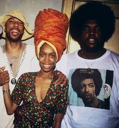 Common, Erykah Badu and Questlove in his Gil Scott-Heron tshirt. Neo Soul, Love N Hip Hop, Hip Hop And R&b, 90s Hip Hop, Hip Hop Rap, Hiphop, New School Hip Hop, Gil Scott Heron, Vintage Black Glamour