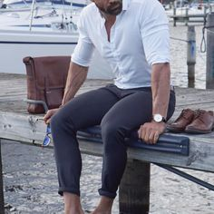 fashion men are the new black Fast Fashion, Womens Fashion, Fashion Tips, Fashion Ideas, Fashion Inspiration, Classy Casual, Men Casual, Photography Poses For Men, Ootd