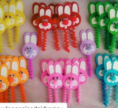Easter pencil and pen toppers. How fun! Hobbies And Crafts, Diy And Crafts, Arts And Crafts, Felt Crafts, Easter Crafts, Diy For Kids, Crafts For Kids, Pen Toppers, Rabbit Crafts