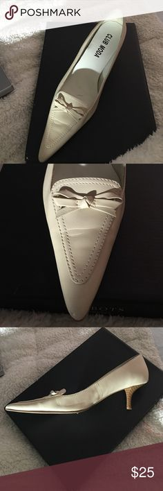 Club MODA Shoes Ivory leather kitten heel shoe. In excellent condition size 6.5 Club MOda Shoes Slippers