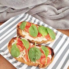 Grilled sourdough bread with tuna-humus mix, cherry tomatoes tossed in olive oil, lemon juice, vinegar, salt & pepper topped with spinach! The perfekt tasty quick lunch or dinner! Healthy too