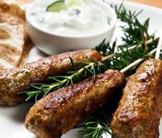 Ground Chicken Kofta Kebabs This is a light recipe that is awesome on the taste buds. It is very easy and quick to make and goes 10970 - Healthy Food Network Lamb Recipes, Greek Recipes, Light Recipes, Cooking Recipes, Healthy Recipes, Lamb Koftas, Tzatziki Recipes, Healthy Mummy, Healthy Eating