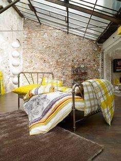 Schlafzimmer sind individuell, aber wohlfühlen will sich jeder darin. Mit den richtigen Möbeln, kuscheliger Bettwäsche und der passenden Deko gelingt es ganz einfach, die persönliche Erholungs-Oase zu schaffen.