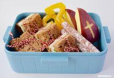 Het is hartstikke leuk om nu Sinterklaas weer in Nederland is een Sinterklaas broodtrommel te maken voor je kind. Deze maak je supersnel!