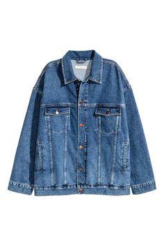 Blusão oversize em ganga: Blusão oversize em ganga lavada e macia com botões na…
