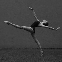 https://www.facebook.com/Theatre.New.Georgian.Ballet.of.Tamaz.Vashakidze/photos/a.357705212707.155959.294483422707/10156047093052708/?type=3&theater
