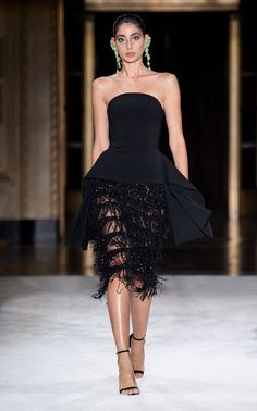 guest outfit Christian Siriano Spring 2020 Ready-to-Wear Fashion Show Christian Siriano, Sequin Evening Dresses, Strapless Dress Formal, Satin Midi Dress, Dress Up, Sequin Dress, Peplum Dress, Fashion Week, Fashion Show